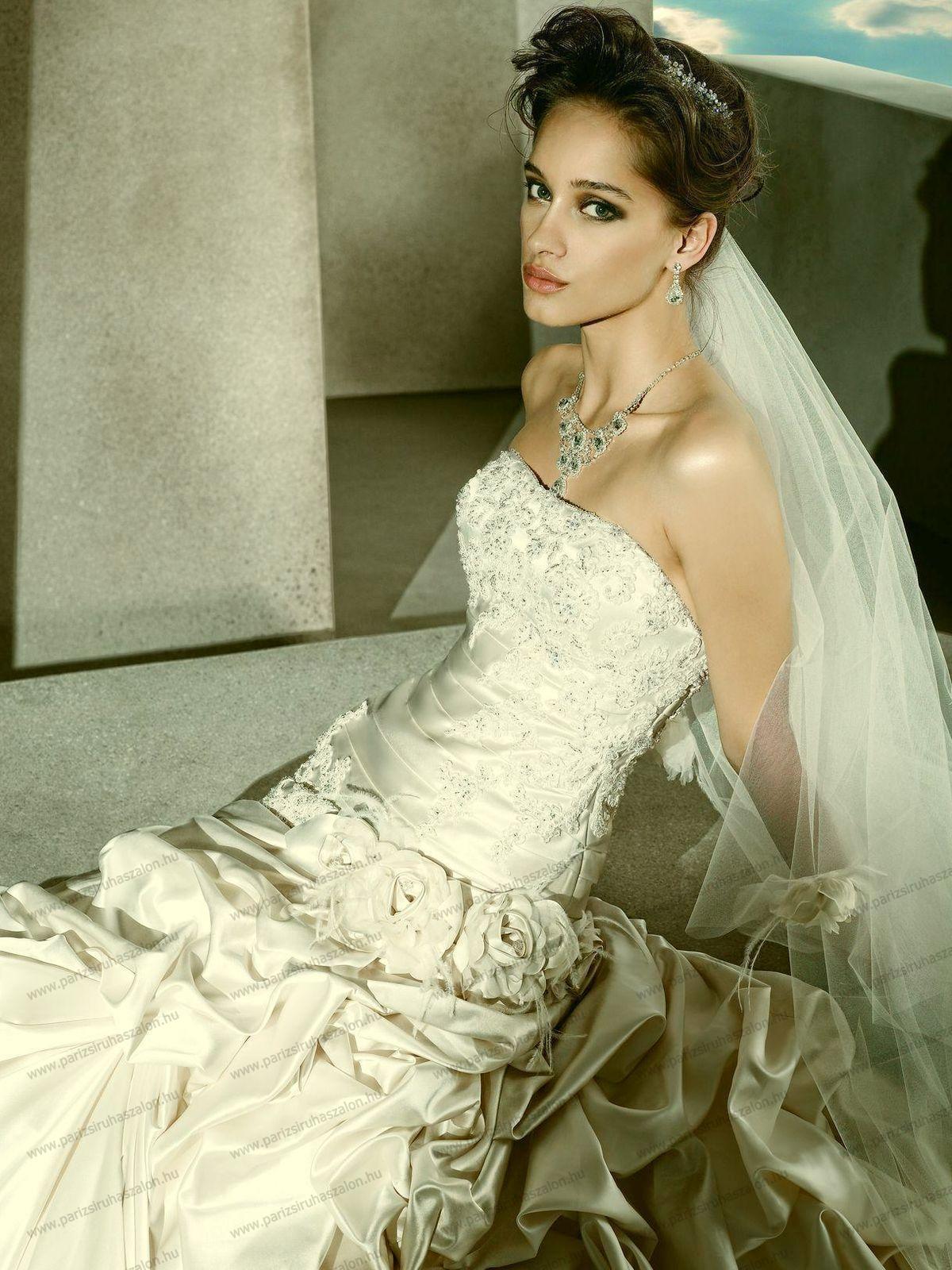 a5b6f30167 esküvői ruha   DEMETRIOS Amerikai menyasszonyi ruhák. (cikkszám: 2  Demetrios 4292 )